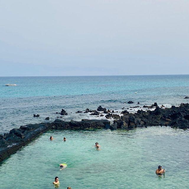 Natural ocean pool in Lanzarote #canaryislands #lanzarote #naturalpool #oceanlover #sealife #ilescanaries #lanzaroteisland #vitaminsea #oceanlover