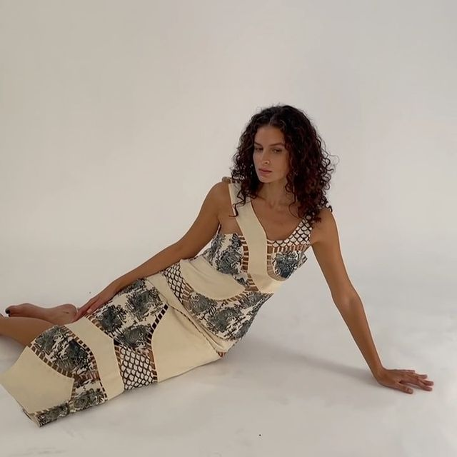 I love this beautiful dress 🕊 @holliskolmansberger @byhollis