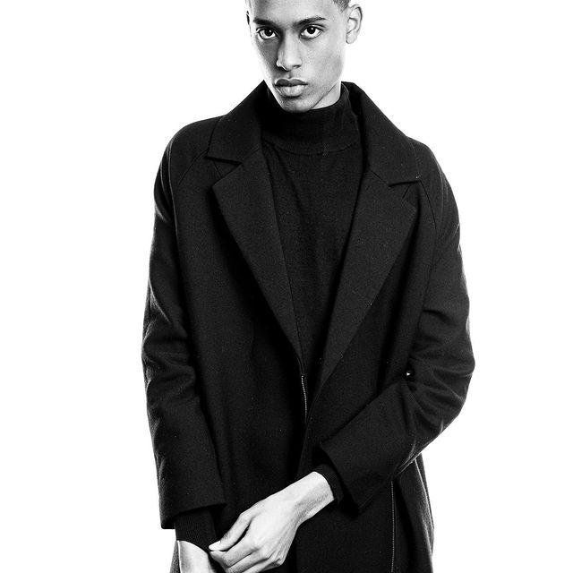 «I'm a Classic man» ☂️  - - - - - - - - - - - - -  #modelslife #fashion #milano #paris #blackmodel #explore