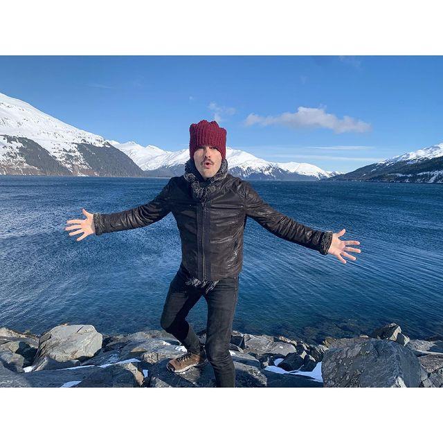 5 dollars if you dare to jump in the water 🤣🤣  #justabitcold #alaska #alaskalife #intothewild #naturelovers #workandtravel