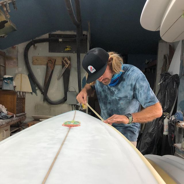 Pin for the win ! Or could be cheat to pin ? Resin pin lines are a dying art!I remember watching my Dad run pin lines and make it look so easy or guys run free hand effortlessly. Here's to the more you do something the better you get .  @nomadsurfboards  @nomadsurfshop