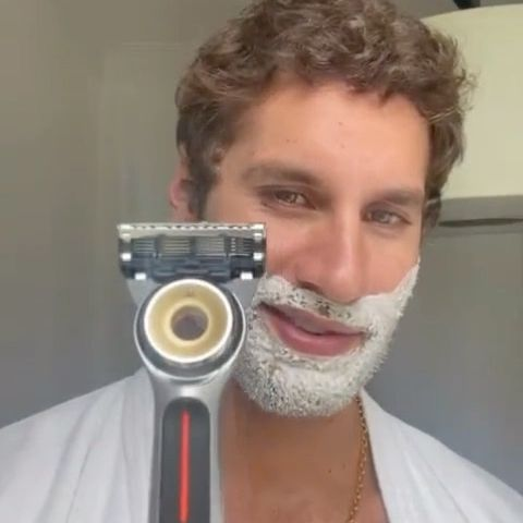I love the partnership between @theartofshaving and @bcefa Broadway Cares/Equity Fights AIDS. Today we need to support artists more than ever. If you want to be part of this, make a purchase from TheArtofShaving.com, which will trigger a donation to the Broadway Cares/Equity Fights AIDS charity. [25% of the heated razor sales will be donated]  .  New York City is a place full of magic with open arms to the world of art and culture.   .  Enjoy your shaving and always remember:   .  - mix warm water with chamomile before your shave.   - use ice to close your Pores after shave  - And don't apply any fragrance straight to your face or skin.   .  Celebrate with us #pride, and all the great reasons that make you a better version of yourself.   ·  #TheArtofShavingPartner #BroadwayCares #BCEA