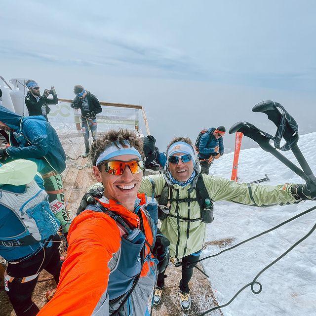 Experiencia inolvidable la de @monterosaskymarathon donde subimos de los 1000m a 4550men sólo 17km  al segundo pico más alto de Europa. Hay que comentar que es muy complicado realizar este ascenso de manera solitaria y sobre todo tan ligero donde cruzamos glaciares y varias grietas! la organización fue perfecta y en todo momento había rescatistas y guías para orientarnos y ayudarnos. Con un compañero como @pablo__ureta es todo más fácil, siempre predispuesto a sumar al equipo y bancandome el ritmo en la subida ! No se cual será el próximo desafío, pero la motivación está al 100%!  Quizás una vuelta al Mont Blanc sin prisa pero sin pausa??  // Unforgettable experience at @monterosaskymarathon where we climb from 1000m to 4550 in only 17km to the 2nd highest peak in Europe. Huge congrats to the organization who provided essential safety to climb this peak crossing glaciers and crevasses. Big shoutout to my friend and teammate @pablo__ureta who makes everything easier and more enjoyable. I don't know what's next but motivated hell I am! Maybe a loop around Mont Blanc with no rush?? #trailrunning.