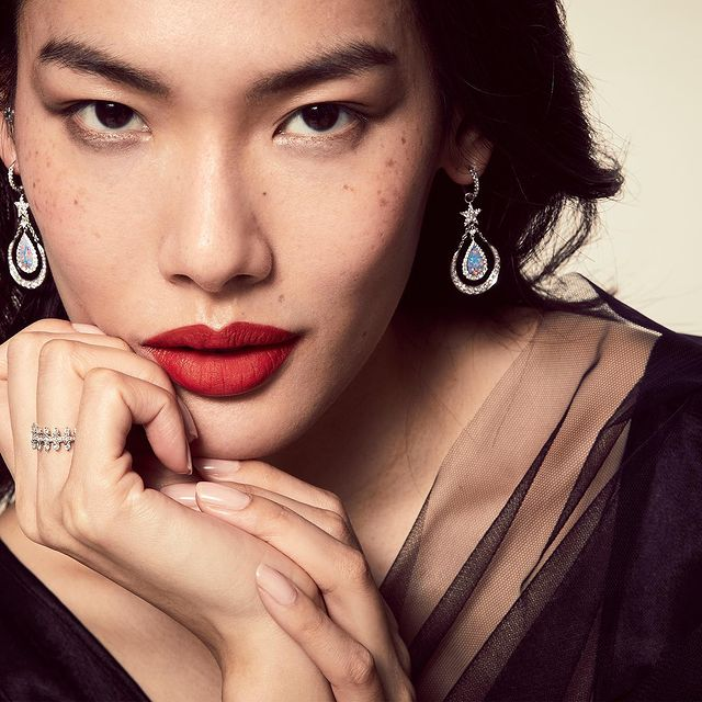Annoushka Jewellery - 📷 @elizabethcgibson  👗 @nicolesmallwoodstylist  💄 @alexisdayhmu  -  @annoushkajewellery