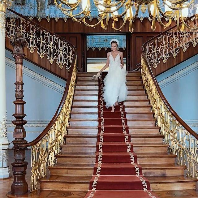 Me thinking of settling down 🤪 _______ #wedding #bride #fun #shooting #model #weddingdress #weddingphotography #marriage