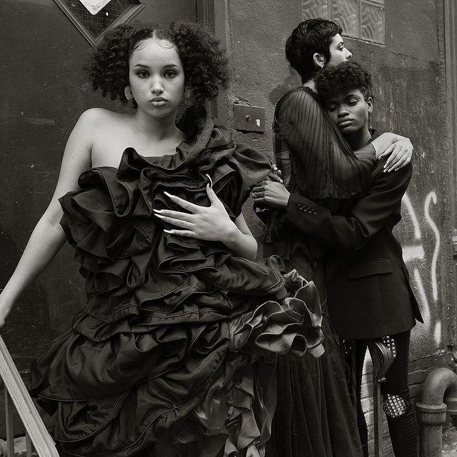 ⚡️ DAZED ✨Our gorgeous Naomie - @naomiecurly - for @dazed #MiLKCurve . . . Photographer| @ethanjamesgreen  Wardrobe Stylist| @akeemouch  Makeup Artist| @yumilee_mua   Hair Stylist| @lucas.a.wilson