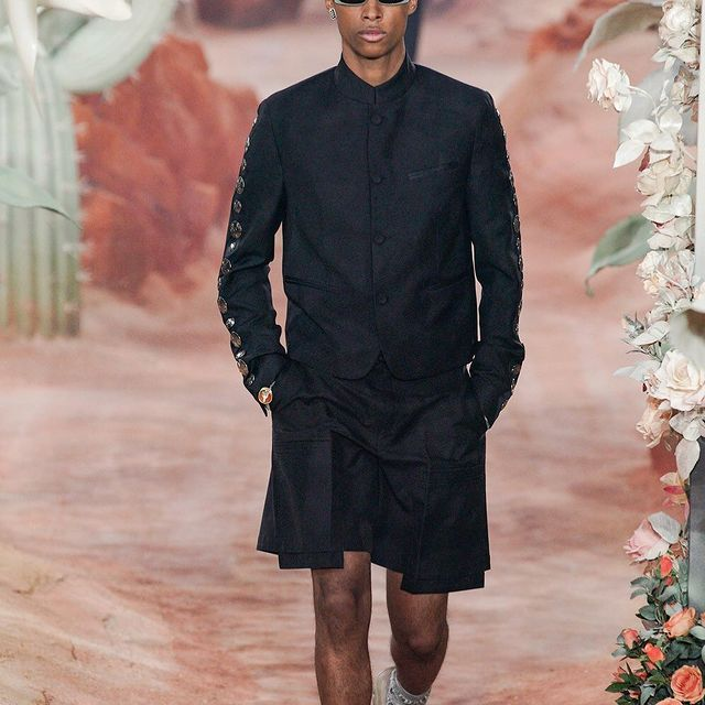 DIOR x TRAVIS SCOTT SS22 SHOW 🌪🏜  Big Love and thanks to the entire DIOR family.. one of the best experiences yet!   Special s/o to @shelleydurkancasting @bendepinoy @newmadisonmodels  @fileandparade  🐐: @mrkimjones  Styled by: @themelanieward @elliegracecumming 🌹