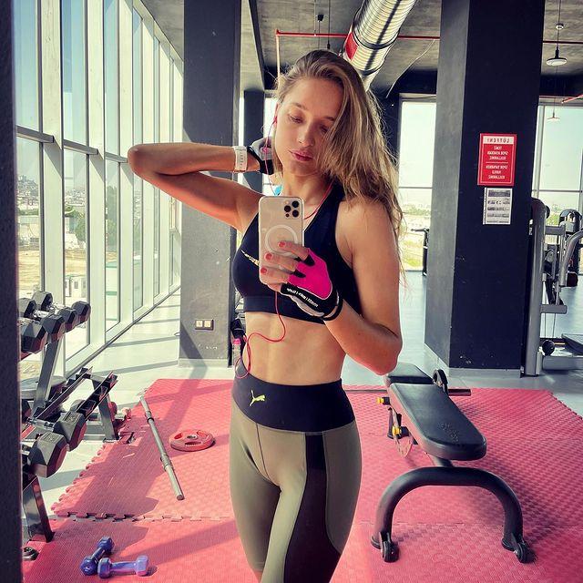 #fitness #mode #workout #bodypositive #puma #suunto #nike #outfit #gym #veganpower #healthylifestyle #instafit #picoftheday 🏋🏼♀️🌱💪🏻