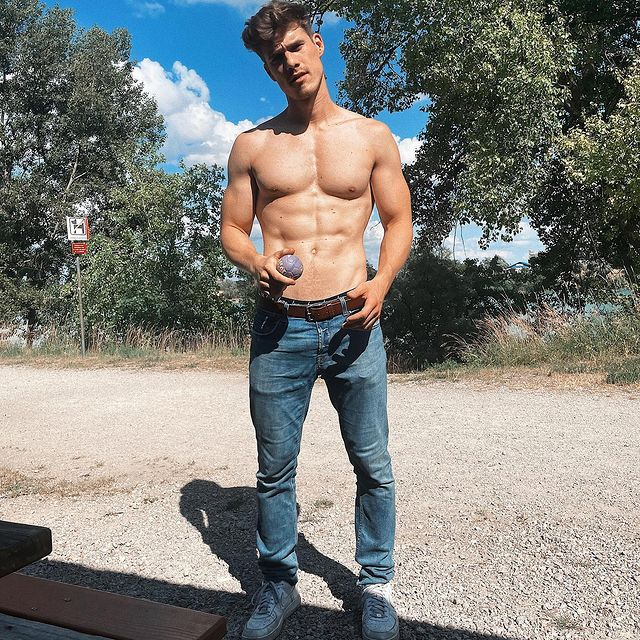 Joey Maragakis Male Model Profile - London, England, United Kingdom - 22 Photos | Model Mayhem