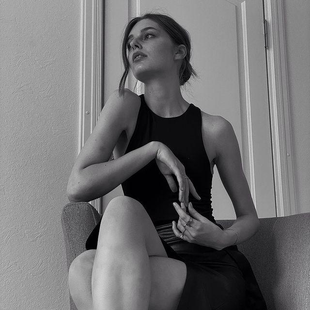 Day dreaming ☁️  #postitfortheaesthetic #neutralstyle #darkfeed #neutralpalette #inspiration #ootd #beigeaesthetic #photography #minimalism #moodboard #inspiration #simplefits #mybeigelife #neutrals #darkmood #mood #aesthetically #aestheticyou #riga #latvia #rigacity #minimalistfeed