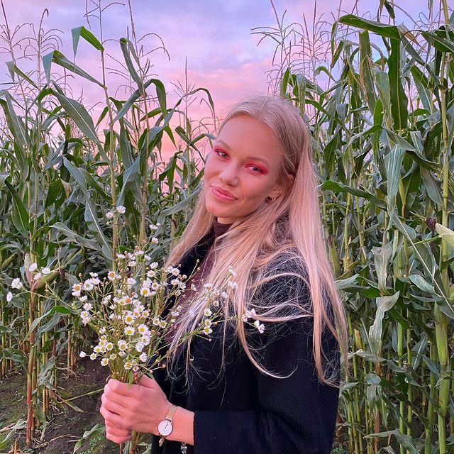 🌽🌽 • • • • • #discoverunder5k #fashion #girl #look #ootd #inspiration #streetwear #lookinspiration #vintage #discoverunder10k #streetstyle #fallfashion #fallfashiontrends #bestofstreetwear #model #beautygram #fallfashion2020 #aboutalook #instagood #myart #pictureoftheday #liketime #smile #discoverunder100k #beauty #nofilter #nature #2020vision #thehappynow