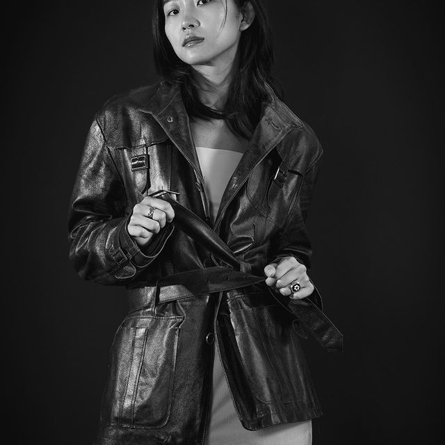Leather texture .  Photo by @isabelle.cooke.photo  For @seemodels   #blackandwhitephotography #noiretblancphoto #fashionphotography #modelephoto #modelphotoshoot #asainmodels #chinesemodel #parismodels