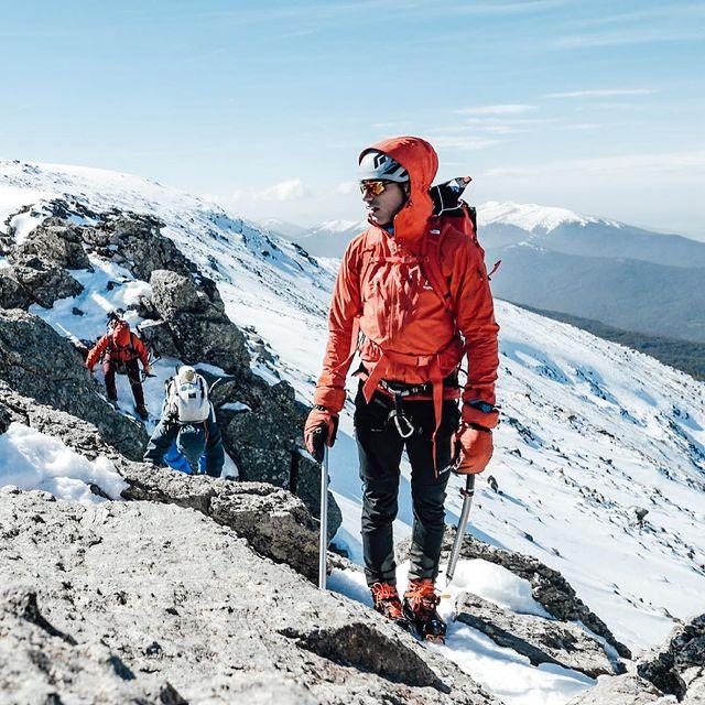 Que ganas de andar así! En  2 Meses nos vamos a subir una de las montañas más emblemáticas de Europa a ver si adivinan 👇🏼  2 months to summit one of the most popular peaks in europe! Can you Guess? 👇🏼 📸: @pedro_segurajimenez