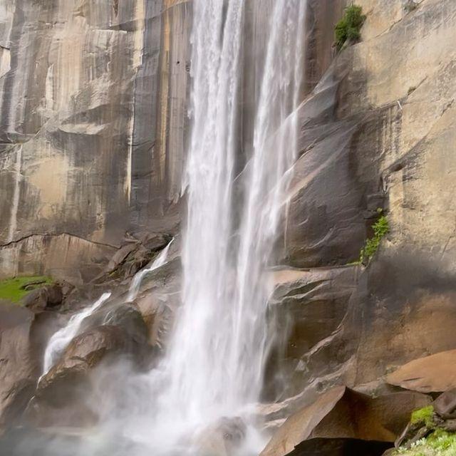 The only one master here-Nature #vernalfalls 🌍🌲🏕🐻 #yosemitenationalpark  #waterfall