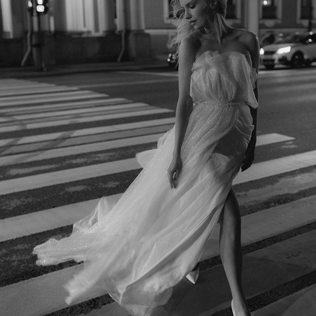 endlessly falling in love with this city 🤍 @nastia_vesna @lyu_volkova @alena_kondratyeva @tatyanakochnova_bridal ✨
