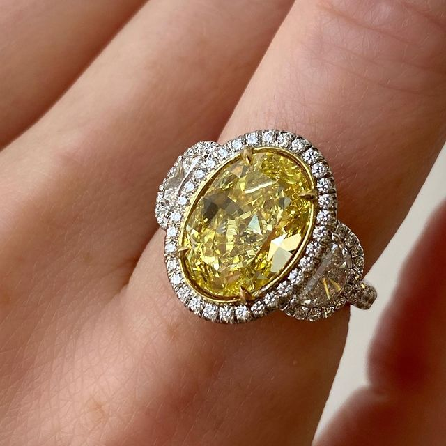this fancy vivid yellow 🥺⭐️