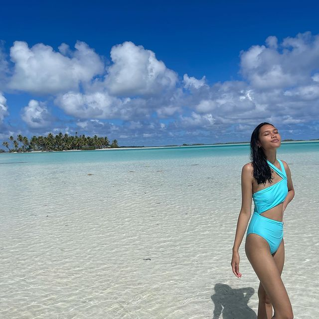 Hi ! I am in ❤️Rangiroa which is the biggest Atoll of French Polynesia. I'm spending 5 days with my Mom 👩, Dad 🧔♂️ and my Boyfriend 💘❤️ there.   I appreciate every moment 🤍  #island #rangiroa #frenchpolynesia #holidays