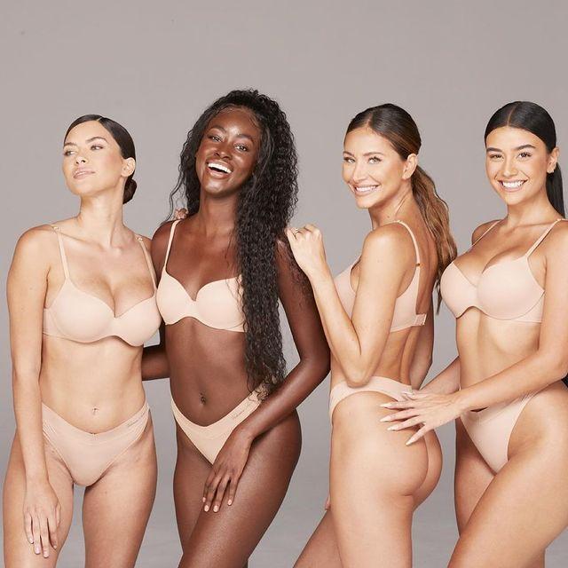 Weekend vibes ⭐️ 📸 @hollyparkerphoto  For @skinic  Wearing @victoriassecret   #lingerie #girlsjustwannahavefun #weekend #smile