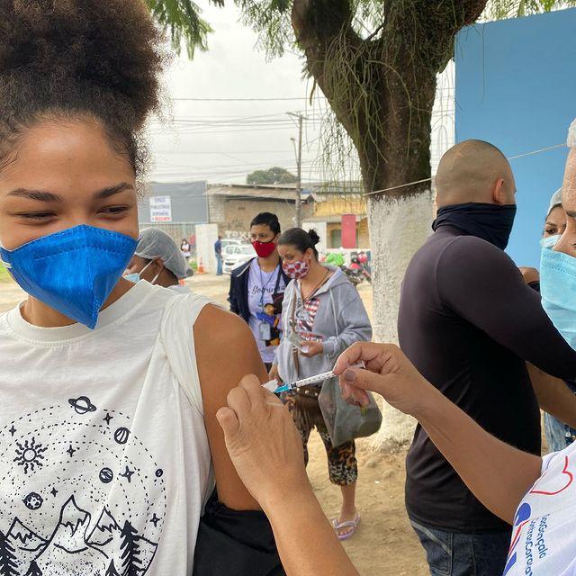 A vacina tá no grau mami!  Por favor, se vacinem e continuem se cuidando ❤️ Viva o Sus!!!  Fora Bolsonaro! #ᴠᴀᴄɪɴᴀsim #forabolsonaro #vivaosus