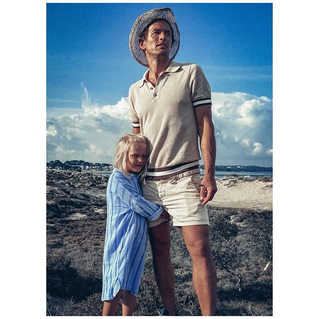 Never ending adventure 💙 . . . . . . .   . . . . . . . . . . . . . #beach #father #daughter #family #summer #style #fatherdaughter #travel #travelstyle #travelinstyle #classic #man #mensstyle #mensfashion #outfitinspiration #england #menwithstyle #stylishmen #retro #oldschool #fashion #che #robertas #selectmen