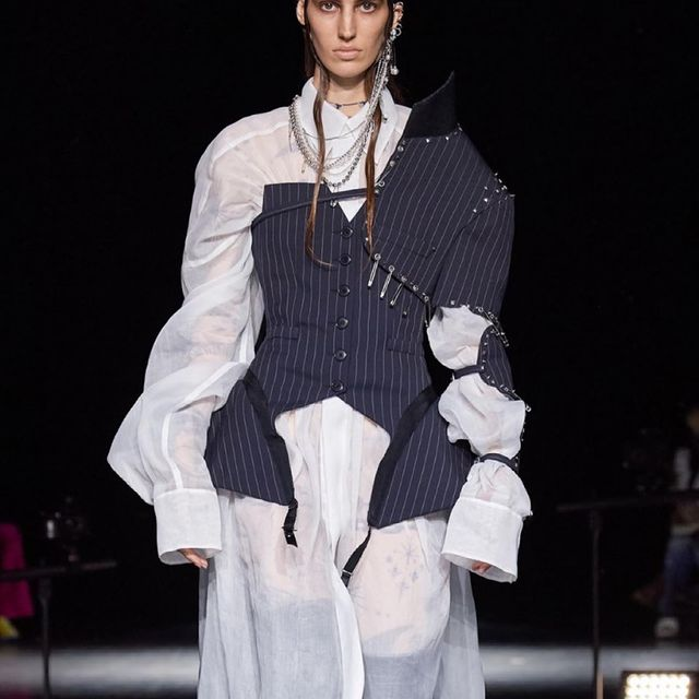 JEAN PAUL GAULTIER x SACAI Can't believe I walked for JPG as my debut 😍 it was sooo amazing thank you so much for trusting me @emperor.lee @edskimstagram @jeanpaulgaultier @sacaiofficial @newmadisonmodels and @gucayamodelmanagement ❤️ And congrats to everyone who participated in the show and collection! 👏🏻👏🏻👏🏻  Casting @emperor.lee @edskimstagram @allan.lab  Styling #karltempler  Hair @guidopalau  Mua @diane.kendal  Skin artist @_dr_woo_  Sound @michelgaubert  Production @bureaubetak @lucienpages   #jeanpaulgaultier #sacai #hautecouture #runway #show #model #paris