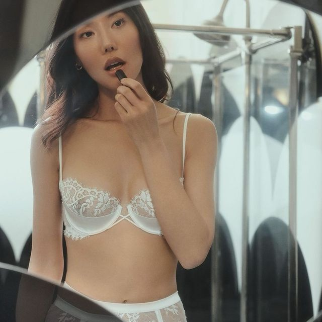 Just another day in my @laperlalingerie lol #campaign  . . . . . . #lingerie #asianmodel #lingeriemodel #lingerieaddict #bridallingerie #chantalesgirl #sutherlandgirl #foliofever #lipstick #feelinmyself #lenismodels #kultmodels #deboekers #heffnermanagement #selectchicago #cgmmodels #immeurope