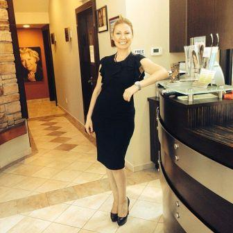 Dr Anne Gershkowitz cosmetic dentist in the office