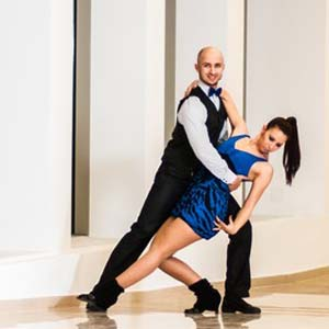 Udemy 10 Salsa Moves to Make You Shine on the Dance Floor - Best Online Salsa Classes: Learn ten moves without feel overwhelmed