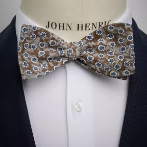 John Henric Brown Floral Linen Bow Tie - Best Ties for Charcoal Suit: For more casual vibe