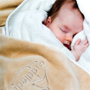 Cuddledry 'Hands-free' baby towel oatmeal - Best Bath Towels for Baby: Takes the Stress Out of Baby Bath Time