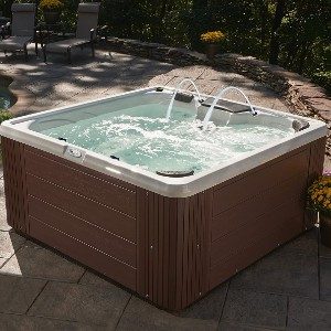 Essential Hot Tubs 30-Jet Adelaide Hot Tub - Best Four-Person Hot Tubs: Hot Tub with Adjustable Jets Mode