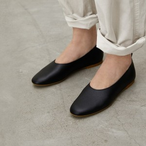 Everlane The Italian Leather Day Glove - Best Flat Shoes for Women: Durable Flats