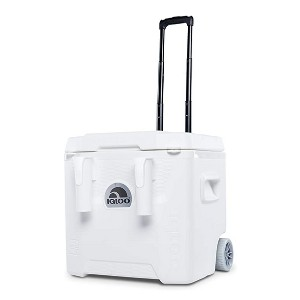 Igloo Marine Ultra Quantum Roller  - Best Cooler Bags for Beach: Plenty of space for refreshments