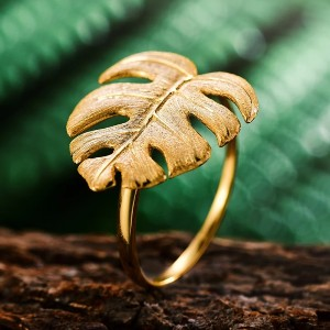 Leyloon Londyn - Best Jewelry for 30th Birthday: It symbolizes long life