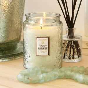 VOLUSPA French Cade & Lavender Glass Jar Candle - Best Scented Candles for Bedroom: Fresh Scent