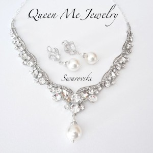Queen Me Jewelry Crystal Bib Necklace and Pearl Earrings - Best Jewelry for Strapless Wedding Dress: Go bold!
