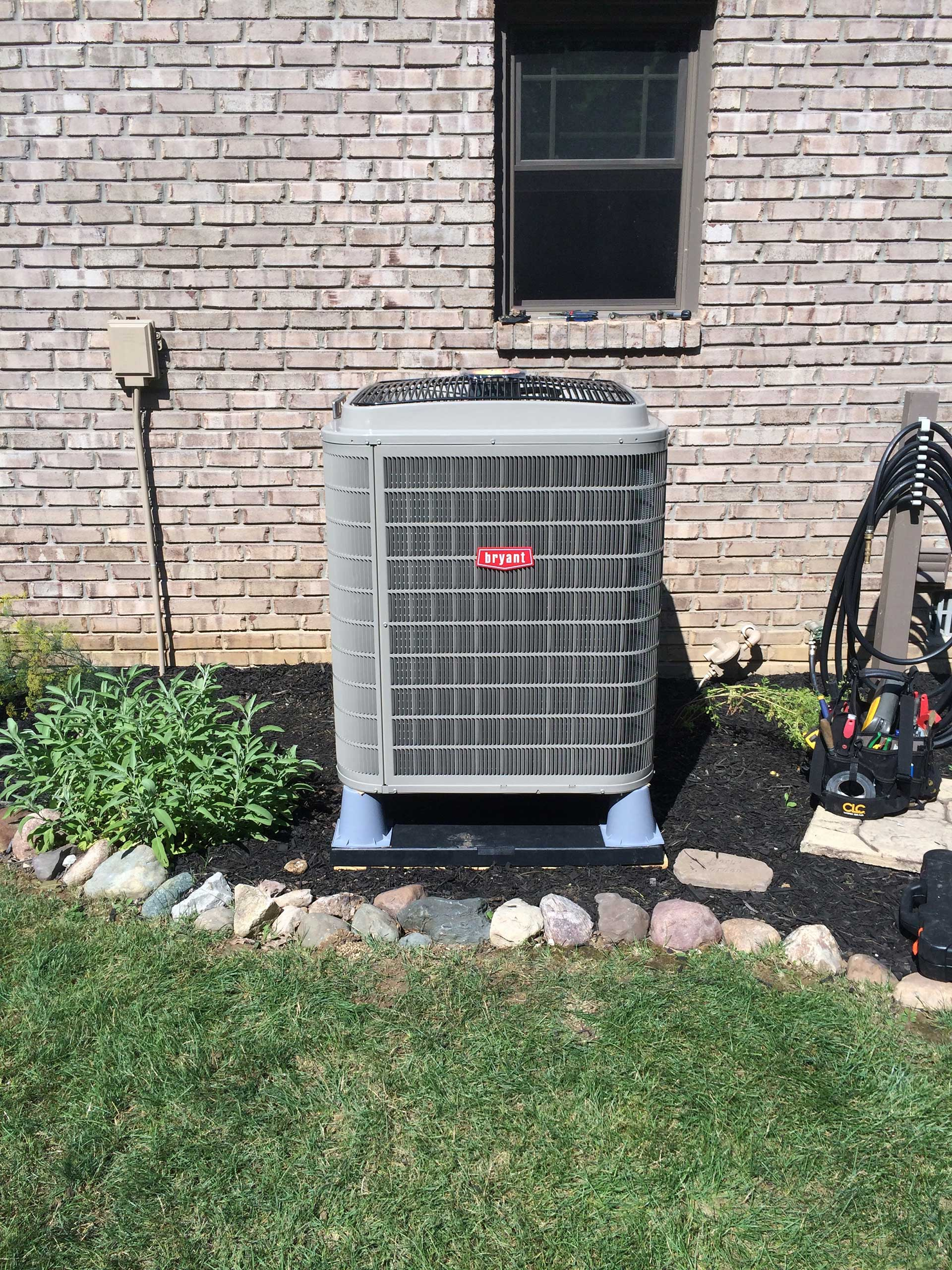 Extreme Heat Pump with Wholehouse Humidification System Evolution FanCoil - Outdoor Unit