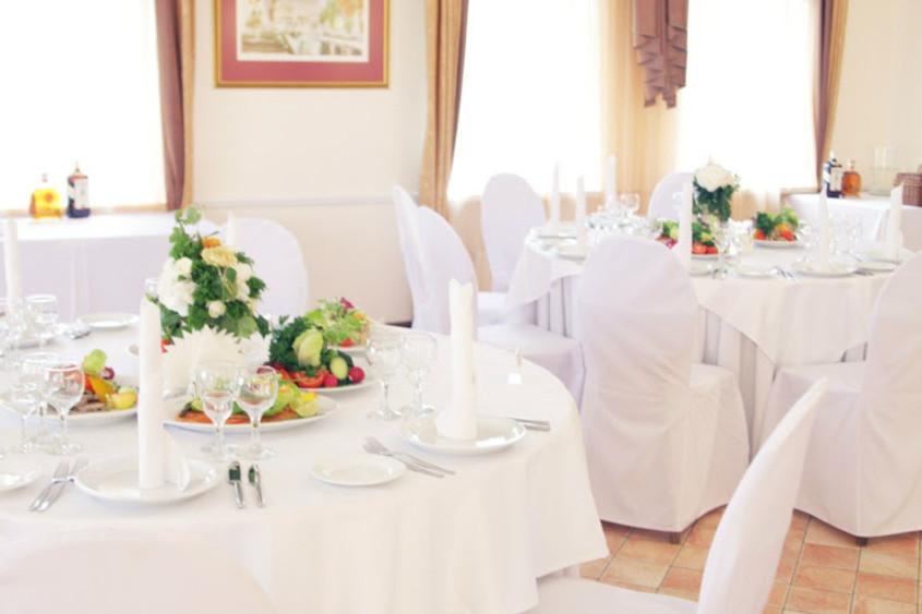 Ресторан, Банкетный зал, При гостинице, За городом на 100 персон в Петродворцовый, м. Проспект Ветеранов от 2500 руб. на человека