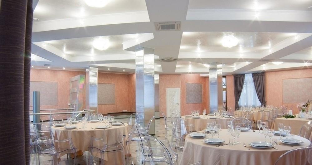Банкетный зал, При гостинице, За городом, У воды на 100 персон в Ломоносовский, м. Проспект Ветеранов от 2000 руб. на человека