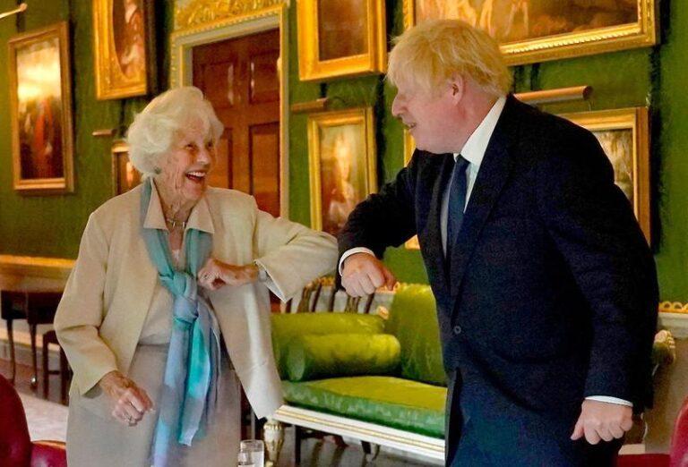 PM honours 'inspirational' Maureen