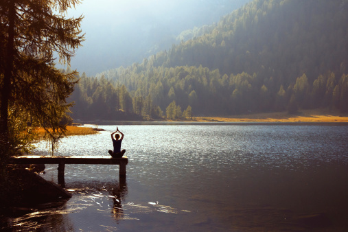 Travel Lightly: Live by the Virtues of Ordinariness, Humility, and Simplicity