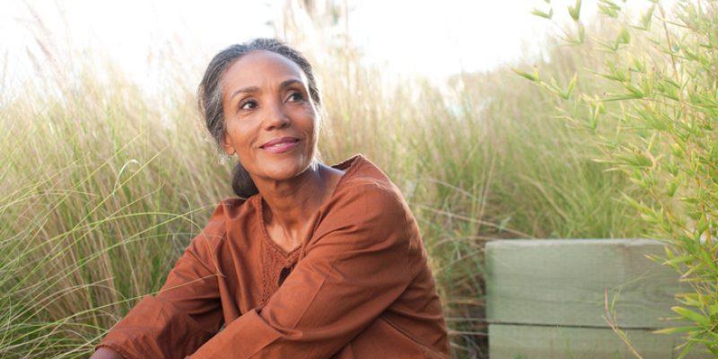 Woman sitting still in a field