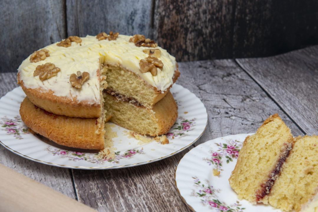 "<img src=""cake.jpg"" alt=""fall cake topped with walnuts""/>"