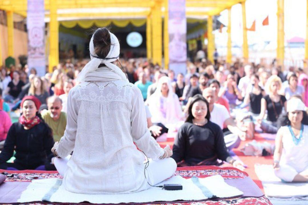 kia miller at international yoga festiva