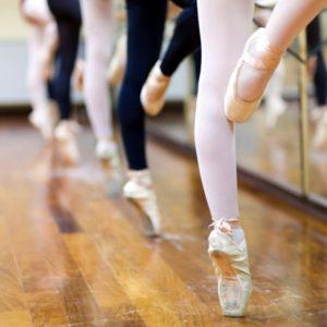 Ballerinas on pointe in studio
