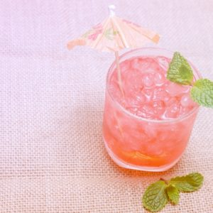 Cold hibiscus mint tea