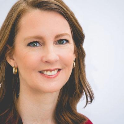 Headshot of Author Gretchen Rubin