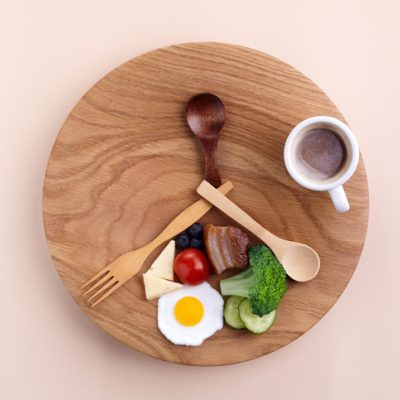 plate with food and spoons positioned like a clock to symbolize fasting