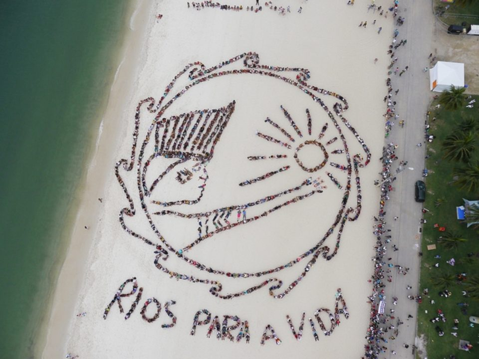 """Rio+20: A human """"banner"""" at the United Nations Earth Summit event"""