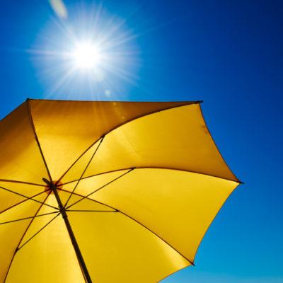 A sunny umbrella on the beach.
